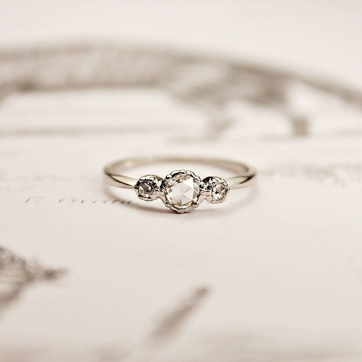 So simple and pretty for an engagement... I would be okay with this instead of a Tiffany solitaire :)
