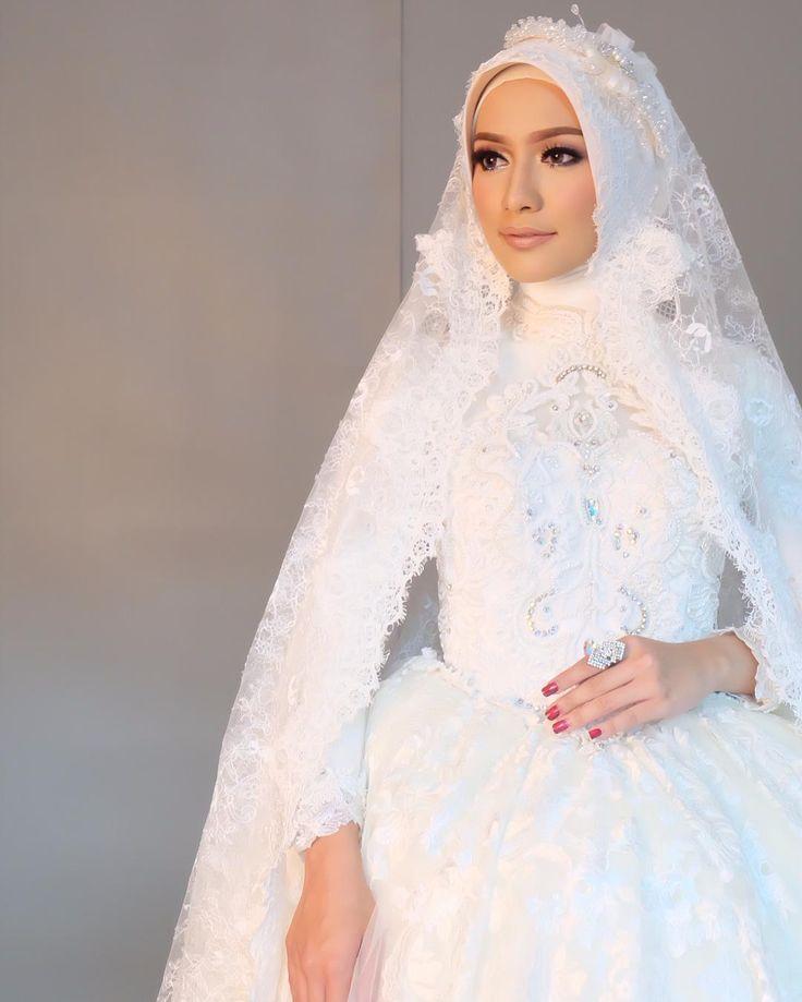 My makeup for @lavienaweddinggallery 's photoshoot.. @megaiskanti mirip manekin  Hijab by @ellydoank by veraferial