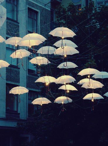 Beautiful effect!!*.* Wouldn't this be lovely in a courtyard?