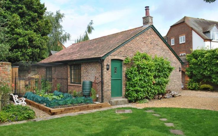 Brewery Cottage is a very well appointed and characterful single story cottage set in the rear garden of a historic town house, close to Chichester city centre