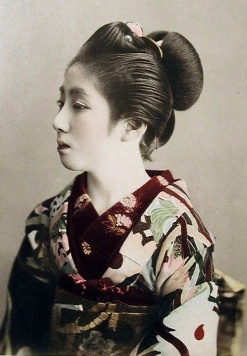 Hand-coloured photo. About 1880-1900 Japan. Smithsonian Institution, Freer Gallery of Art and Arthur M. Sackler Gallery Archives
