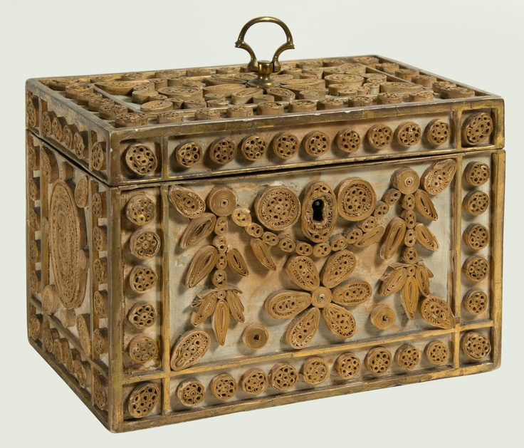 Gorgeous antique box (decorated in paperscroll / quilling) - Incredible!