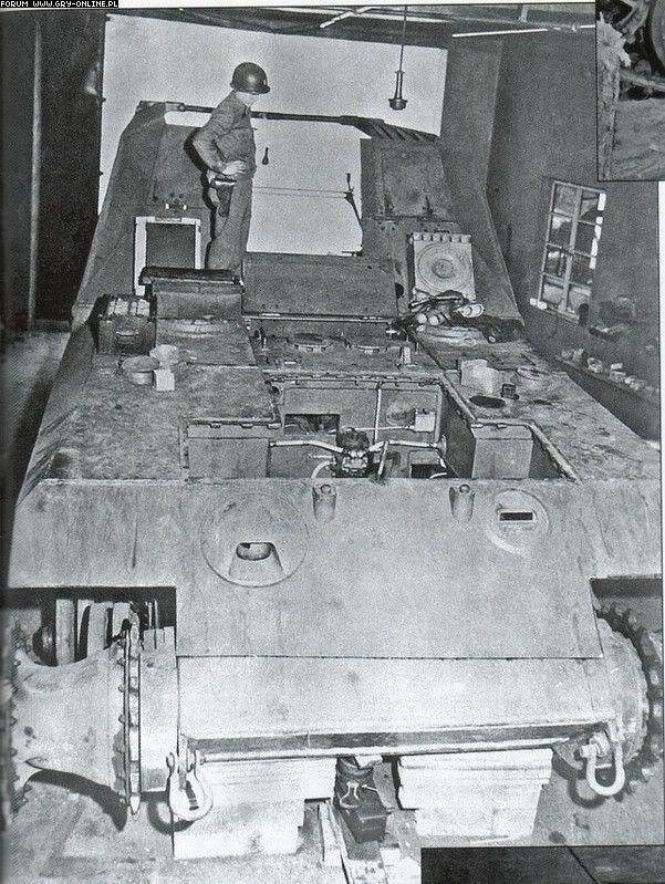 American soldier watching hull of 17cm Kanone 72 (Sf) Geschutzwagen Tiger