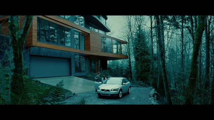 """""""Twilight:"""" The Cullen Family's Contemporary House 