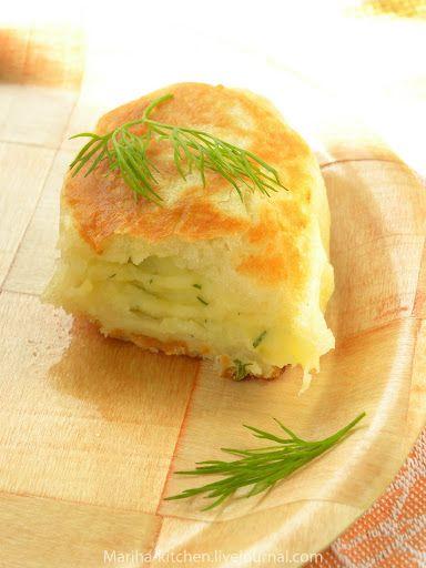 Пирожки с картофелем, луком и пармезаном