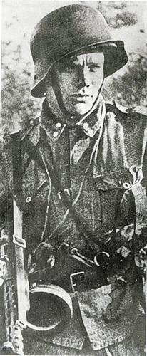 Lieutenant Esa Seeste, Finnish gymnastics who won bronze at the Berlin 1936 Summer Olympics. Note the captured PPD submachine gun. Continuation War