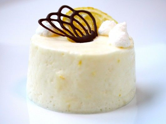Citron fromage. Lemon mousse. A mouthwatering and light dessert. (Danish recipe).