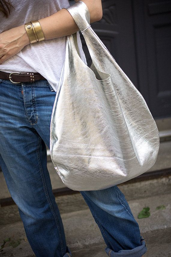 Silver Leather Hobo Bag, every day bag, tote bag                                                                                                                                                                                 Más