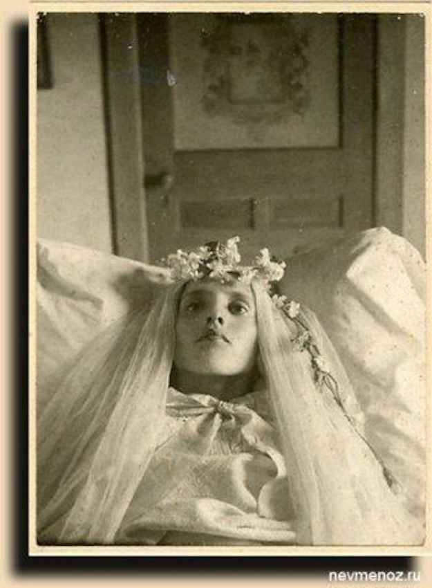 17 Haunting Post-Mortem Photographs From The 1800s - BuzzFeed Mobile. Link has quite a few pics.