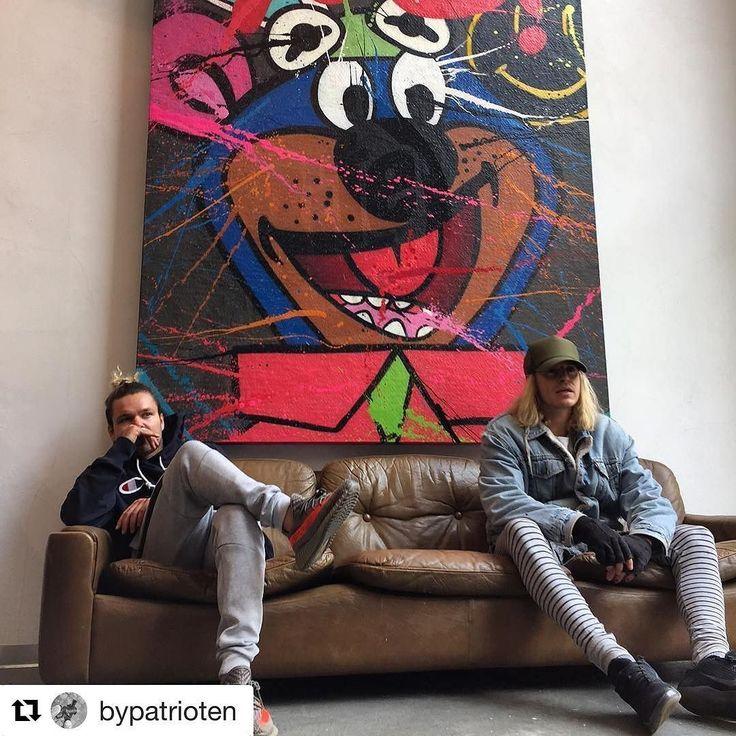 Nesten Scooby Doo på veggen. Glad i kunst? #reiseliv #reisetips #reiseblogger #reiseråd #Repost @bypatrioten (@get_repost) Fikk du med deg den kule utstillinga på @jacucoffeeroastery i helga? #broslo #ålesund #hugooppdal #brukbyendin #art #reiseradet #bypatrioten #utstilling #jacu #coffearoasterie #citylife #exhebition