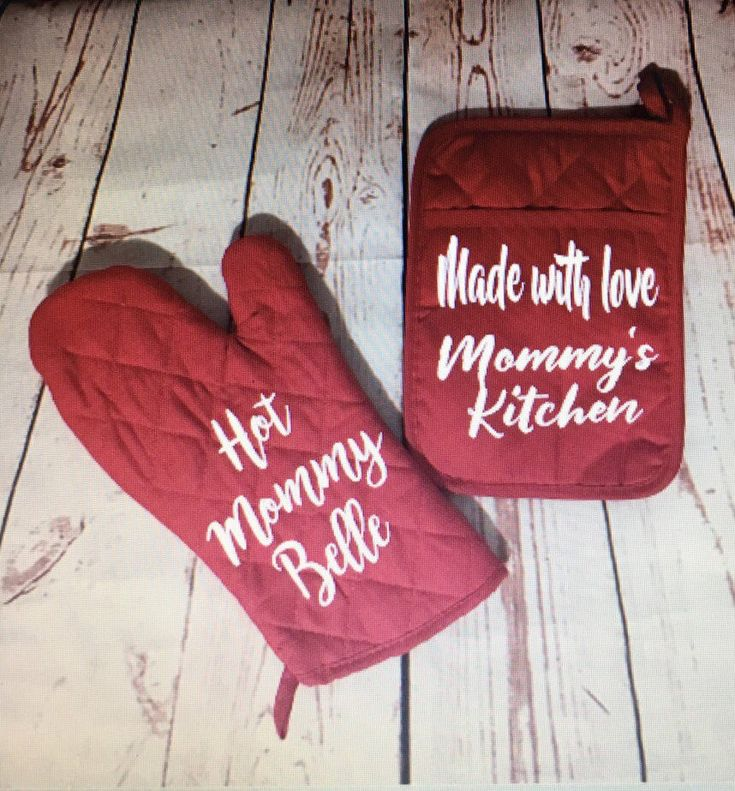 Personalized set of oven mitt and potholder -custom kitchen - potholder - cooking gifts - baking gifts - valentines day gift - wedding gifts by TMHomeDesignsShop on Etsy