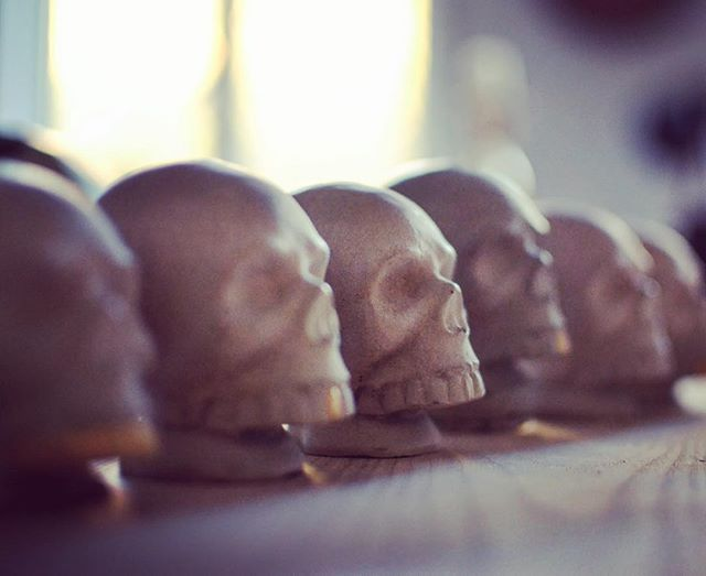 #concretedesign #skull #handmade #interiordesign #custom #jmonier #goldtooth