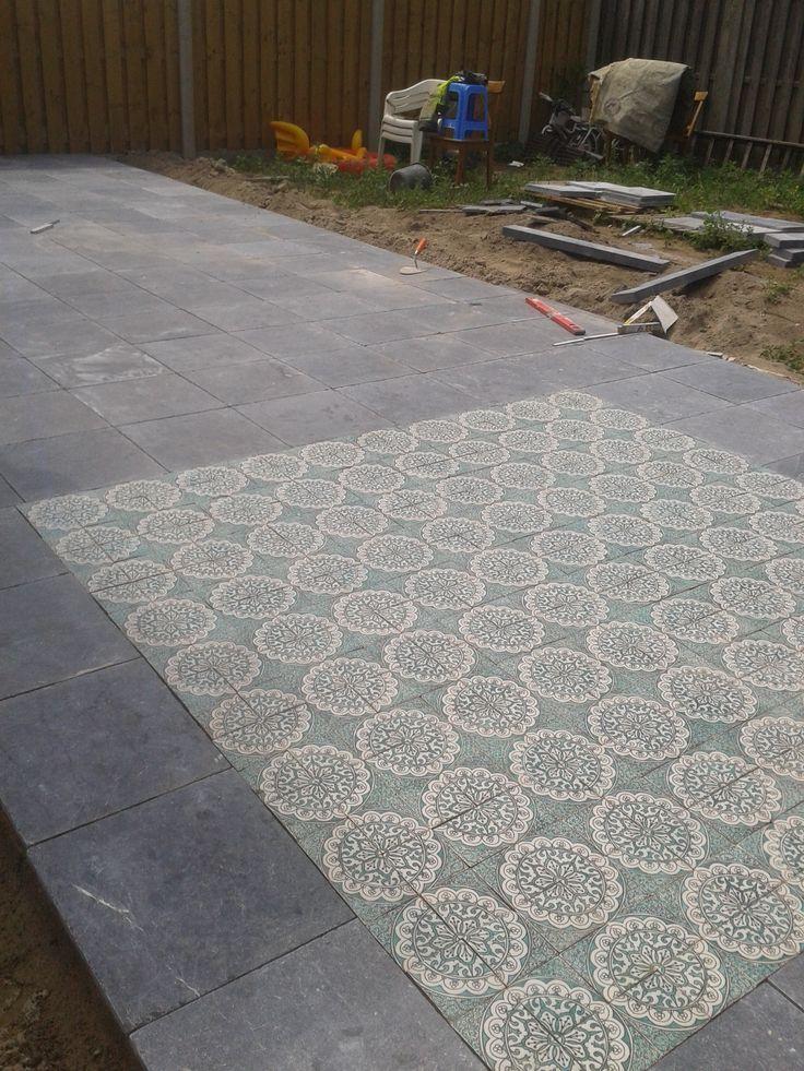 terras met marokkaanse tegels in verwerkt