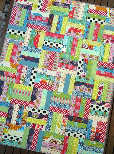 bright quilt with amh fabric: Quilts Red Pepper, Easy Quilts, Quilting Inspiration, Diy Quilts, Bright Quilts, Cozy Quilts, Crafts Quilts