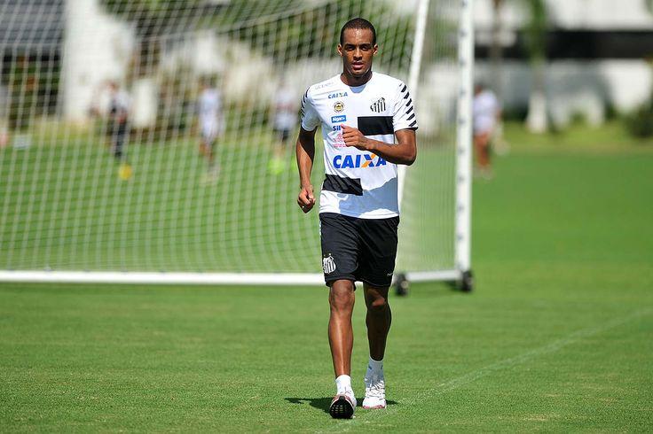 Luiz Felipe caminha em campo pela primeira vez após lesão no joelho #globoesporte