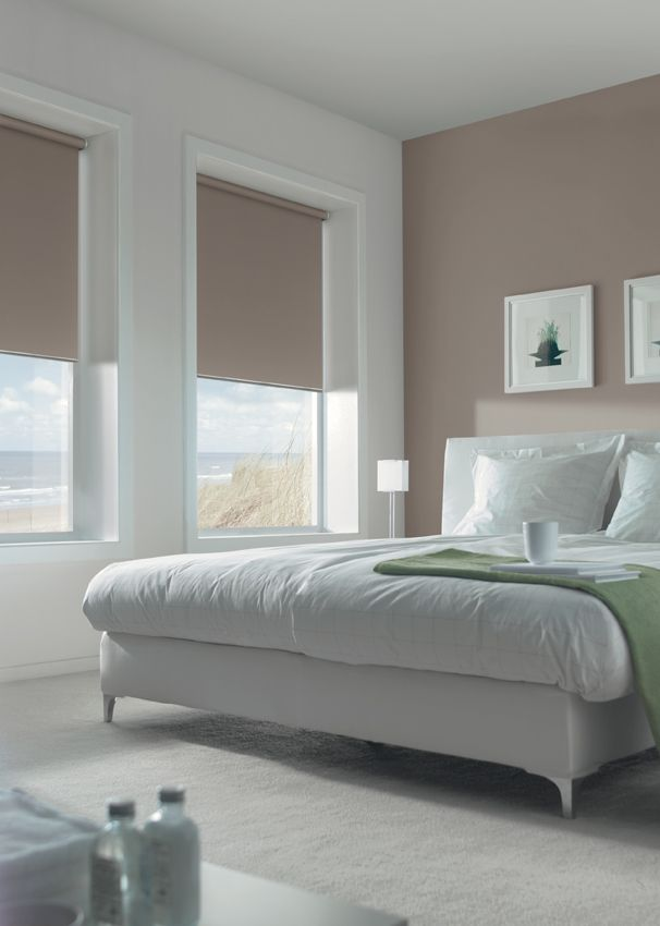 LUXAFLEX Roller Blinds with EDGE Technology combine sophisticated technology with a variety of durable fabrics from room darkening to light filtering.