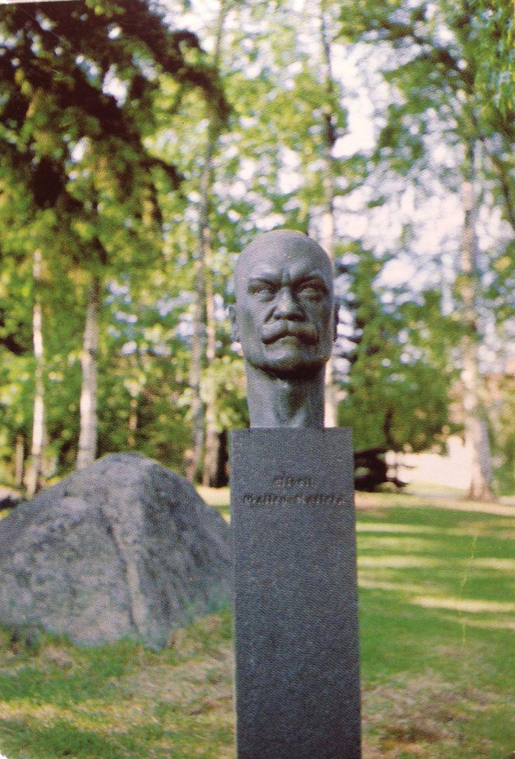 VAMMALA Suomi Finland Akseli Gallen-Kallelan (1865-1931) patsas Jaatsin puistossa taiteilijan lapsuuden leikkipaikalla.  Tekijä: Nina Sailo