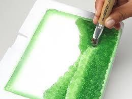 Como pintar isopor. Isopor é um material esponjoso, leve e com uma textura granulada, conhecido pelas suas potencialidades no que diz respeito ao isolamento térmico e pela vantagem de apresentar um baixo custo.É muito us...