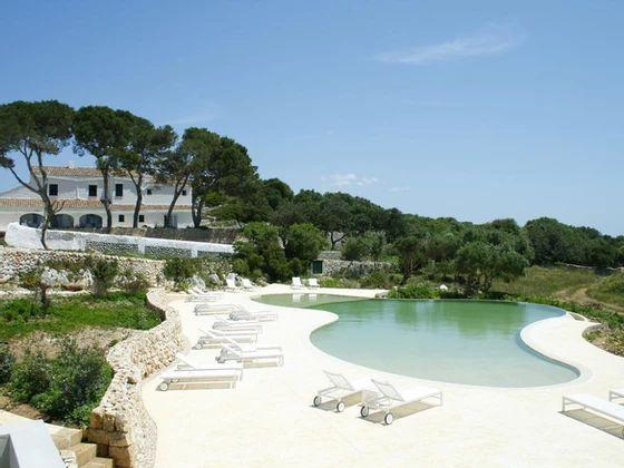20 hoteles Curiosos y con Encanto en España ¡Haz una escapada! Menorca Beaches, Menorca Hotels, Destin Beach, Beach Trip, Beach Travel, Restaurant Diner, Ibiza, Gran Hotel, Cottage