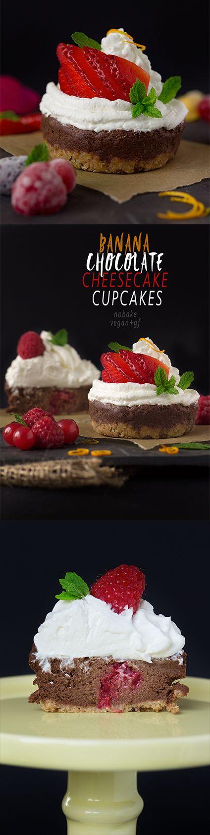 NOBAKE BANANA CHOCOLATE CHEESECAKE CUPCAKES #vegan #glutenfree with coconut whipped cream and fresh berries | VEGAN Cheesecake Cupcakes CIOCCOLATO e BANANA senza cottura con frutti di bosco e panna al latte di cocco. beautyfoodblog.com