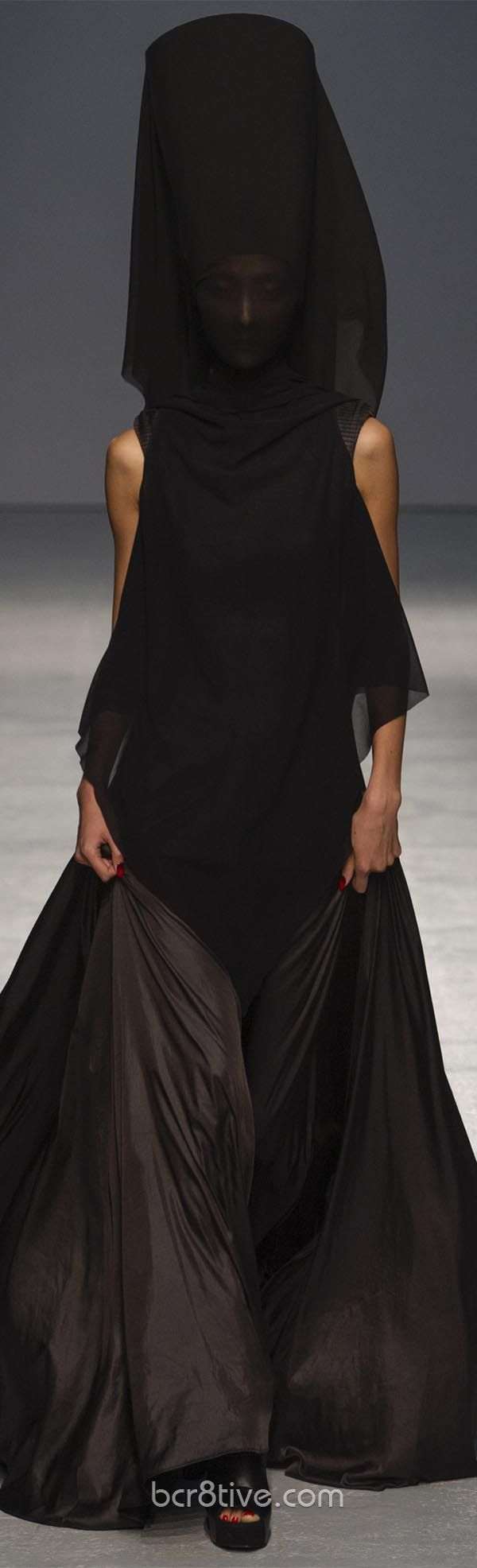 Gareth Pugh Spring Summer 2013 Ready To Wear Collection  I'd wear the dress, it's beautiful