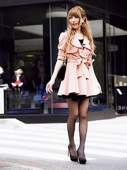 Gyaru. I really love this coat!