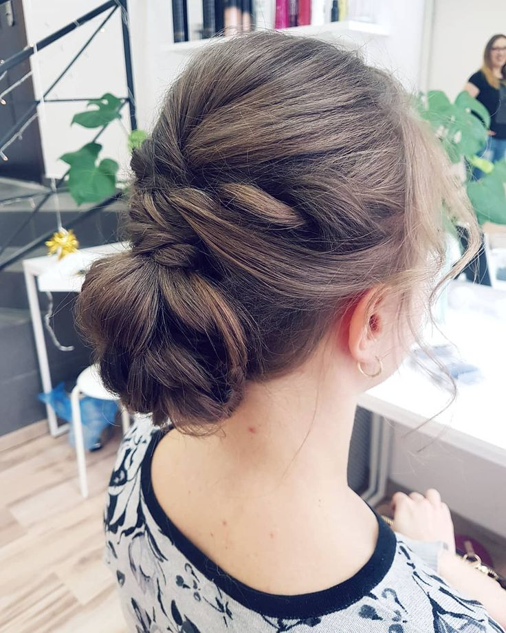 Z cienkich włosów do ramion też da się wyciągnąć trochę objętości!  Jak tam Wasze przygotowania do świat? Bo moje pod kocem z gripexem :( . . . #hairbyjul #hairbyme #hair #hairstyle #hairdo #updo #hairinspiration #hairideas #hairart #hairlove #love #myjob #hairstylist #hairartist #hotd #instahair #hairofig #hairofinstagram #loveit #cute #beautiful #polishgirl #blonde #weddinghair #hairfashion