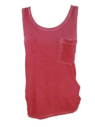 Camiseta Elista  Camiseta sin mangas en color rosa lavado. Detalle de tachuelas en bolsillo delantero.