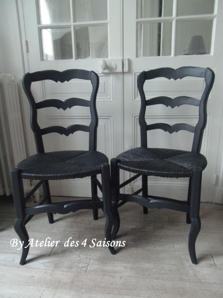 6 Chaises paillées vintage patinées gris ardoise finition cirée. Ces chaises anciennes noires ce font une place de choix dans votre cuisine et donnera un charme fou á votre intérieur. Par l' Atelier des 4 saisons