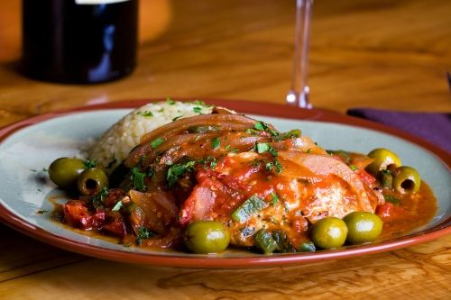 Boneless chicken cacciatore is one of the most rustic chicken dishes you can possibly make.  Cacciatore-style exists all over Italy.  It also refers to game like rabbit or venison.   This dish