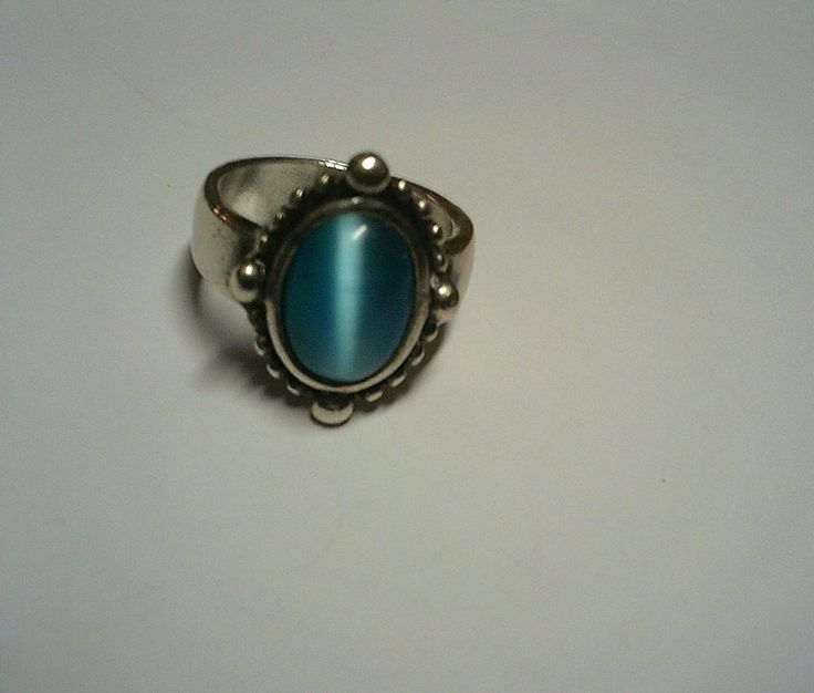Vintage Native American Sandcast Silver Ring/Band W Blue Cats Eye Stone - Size 8
