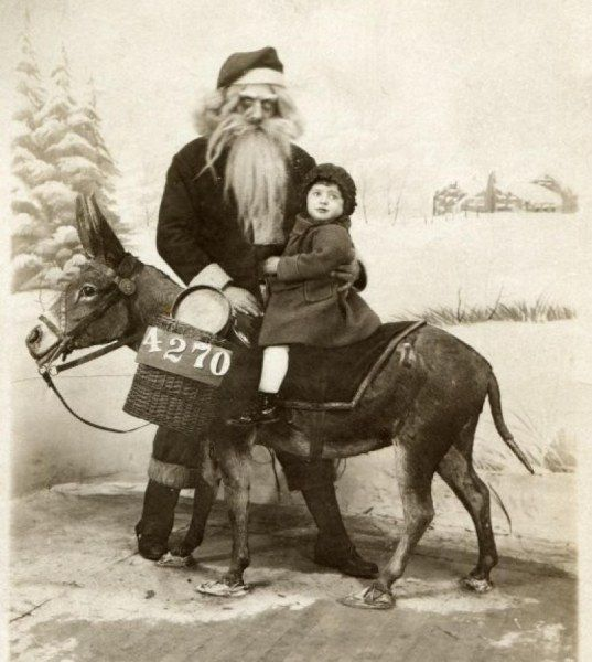 Страшные Санта-Клаусы, которые напугают кого угодно (21 фото)