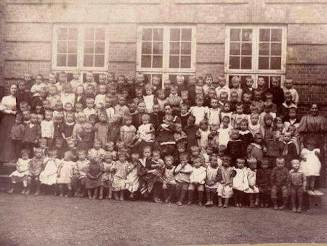 Børn fra Lille Istedgades Børneasyl ca. 1900