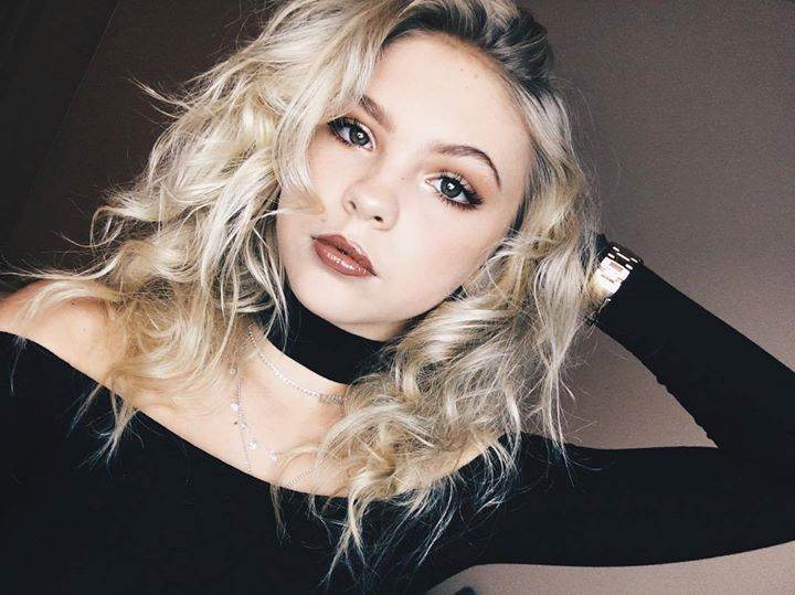"||Jordyn Jones|| ""Hiiii! I'm Jordyn. You can call me JJ. I'm 18. I have a daughter named Taylor Jones. I love her with all my life. I do not have a husband.... He left when she was born. Anyways Me and my daughter love to make up rhymes and dance.  I even sometimes make musical.lys with her. Come say hi!!"""