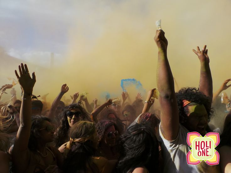 A colorful day in London #holione #holi #holione #holioneworld #festivalofcolours #event #colours #london