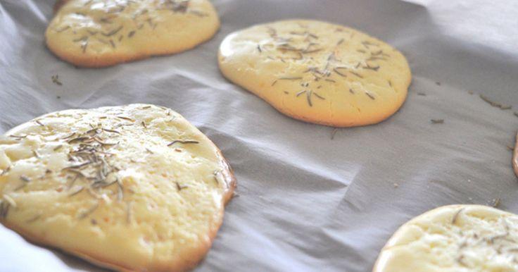 Dieses neue leichte, proteinreiche Brot ist komplett ohne Kohlenhydrate und sogar glutenfrei! Das Rezept für Cloud Bread auf ► ELLE.de