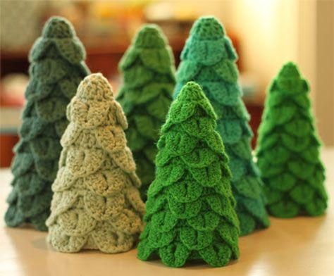 Internettet byder på rigtig mange gratis opskrifter på julehæklerier. Her har vi samlet 16 smukke julehæklerier.