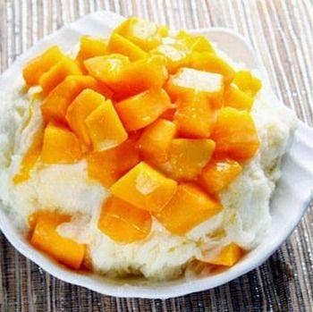 そして、台湾デザートの最大の目玉はやはり、マンゴーがたっぷりのったふわふわのかき氷『雪花冰』ではないでしょうか?