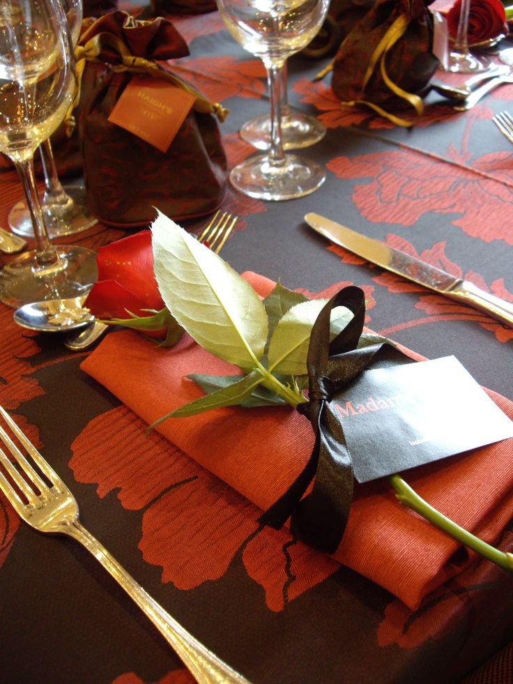 Lovely and warm table setting for Autumn