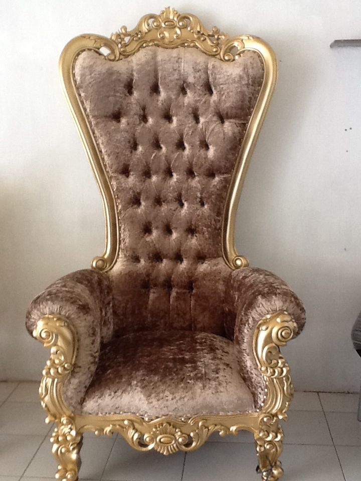 Baroque chair in gold finishing and velvet material