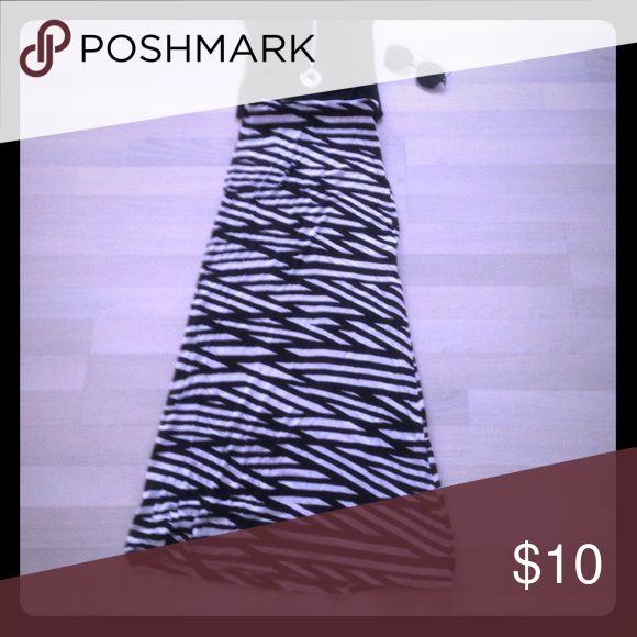 Black and white maxi skirt Black and white maxi skirt ... new without tags .. very comfortable!! Skirts Maxi