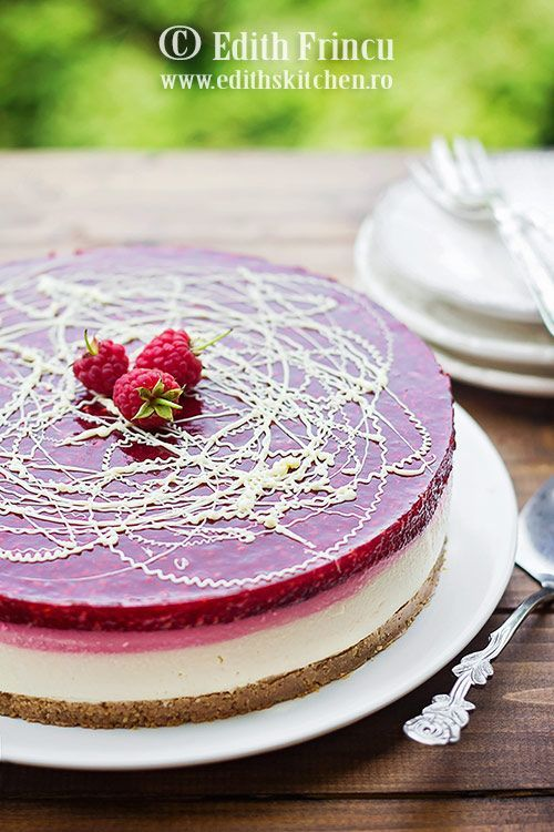 Cheesecake cu zmeura, un cheesecake la rece, rapid si racoros, cu blat de biscuiti si unt, crema de branza si jeleu de zmeura