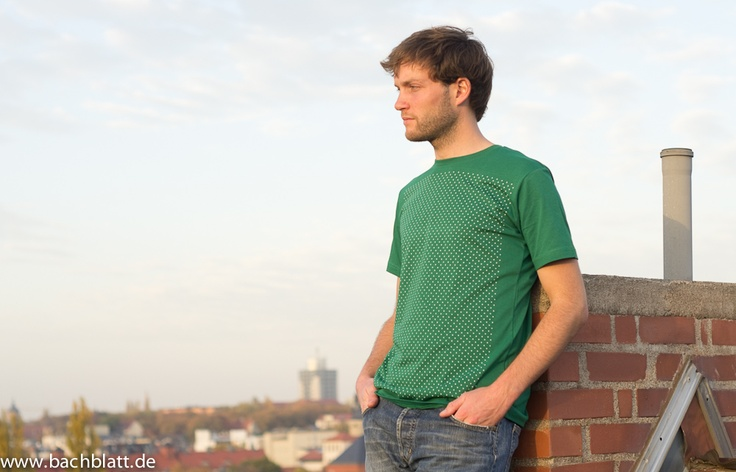 A Shooting on the roof: the Plus T-Shirt from Thokk Thokk on Bachblatt-Store! http://www.bachblatt.de/Maenner/Shirts/THOKKTHOKK-Plus-T-Shirt-gruen.html