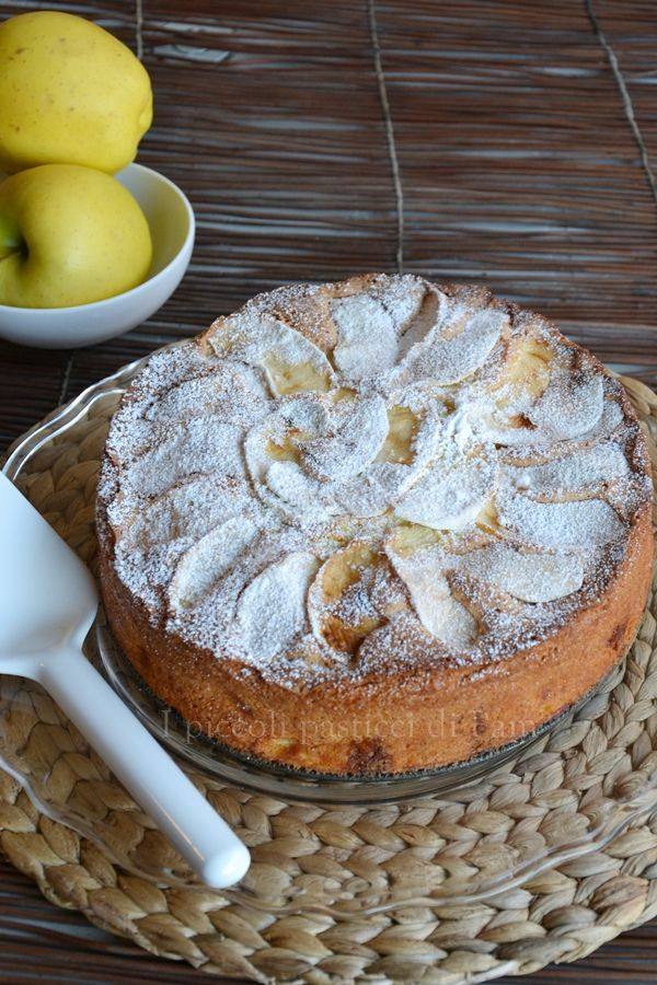 Partendo dal presupposto che la torta di mele è la mia torta preferita, ho iniziato a realizzare delle golose varianti, quella che vi presento è la torta alle mele e cioccolato bianco, che ne dite?