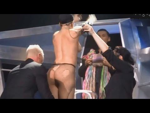lady gaga fuck on stage