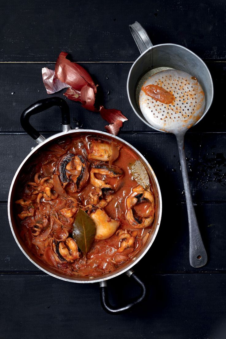 Amateur Cook Professional Eater - Greek recipes cooked again and again: Cuttlefish stifado
