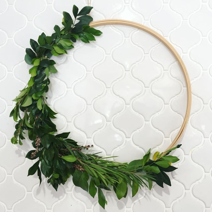 DIY greenery wreath using leaves from the garden and an embroidery hoop. So easy! By @sian____ See this Instagram photo by @covetandgather • 149 likes