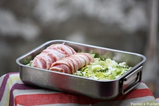 Blancs de poulet au lard fumé, aux poireaux au thym – Jamie Oliver