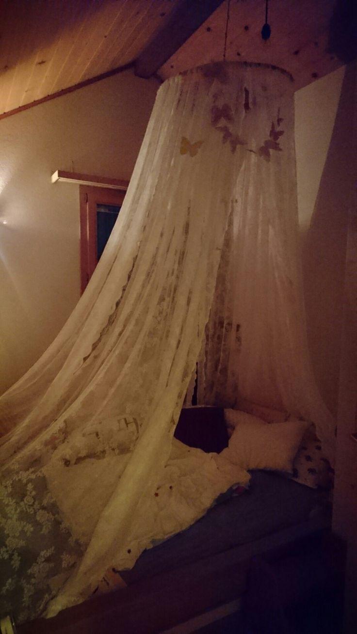 Ein Himmel fürs Kinderbett! Ganz einfach mit Hula hoop Reifen und Gardinen gemacht