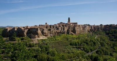 The scene is astonishing: Pitigliano looks like a place coming straight from the earth, all made by tuff, raising from immense brown boulders surrounded on three sides by deep ravines. Make sure you won't miss a visit to this amazing etruscan town.